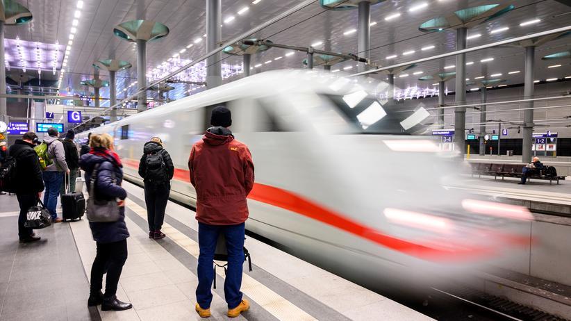 Europäischer Gerichtshof: Reisende der Deutschen Bahn in Berlin.