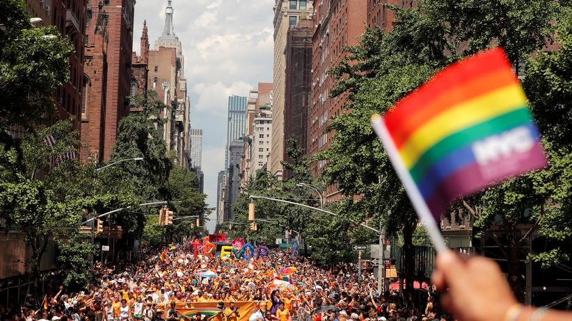 Unternehmen: Ende Juni fand eine der größten Gay-Pride Paraden in New York statt. Auch zahlreiche Unternehmen solidarisieren sich inzwischen mit der Bewegung.