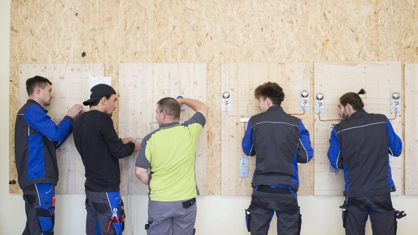 Fachkräftemangel: In der Lehrwerkstatt der Firma HBS Elektrobau GmbH in Schleiz