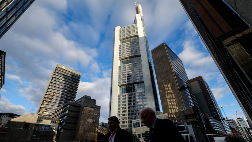 Negativzins: Commerzbank will Strafzinsen für Privatkunden einführen