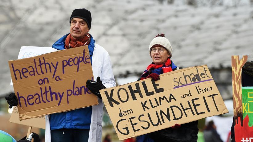 Kohleausstieg: Klimaschützer protestieren vor Siemens-Hauptversammlung