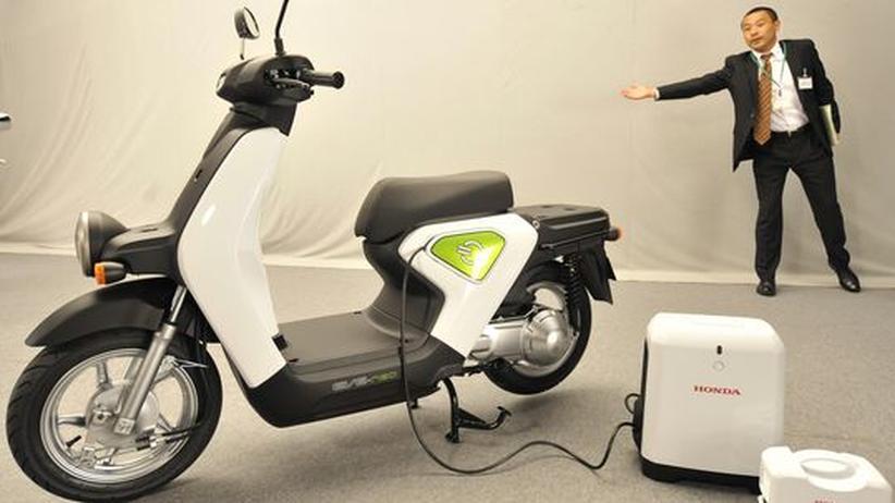 Mobilität: Surrende Volksmobile: Elektroroller prägen zunehmend den Stadtverkehr in Asien