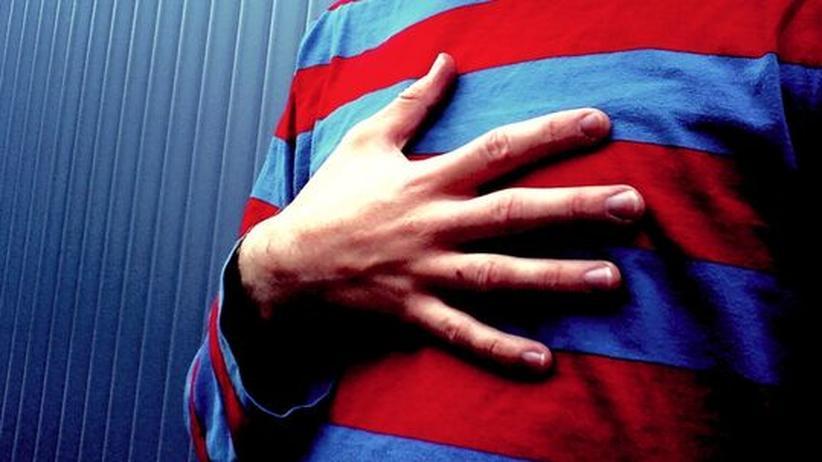 Herz Hand Brustschmerz Herzinfarkt