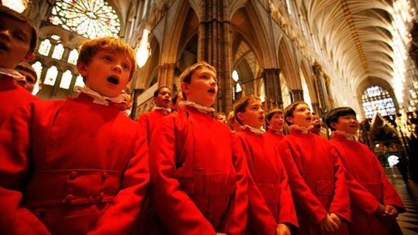 Knaben-Chor singt in der Kirche