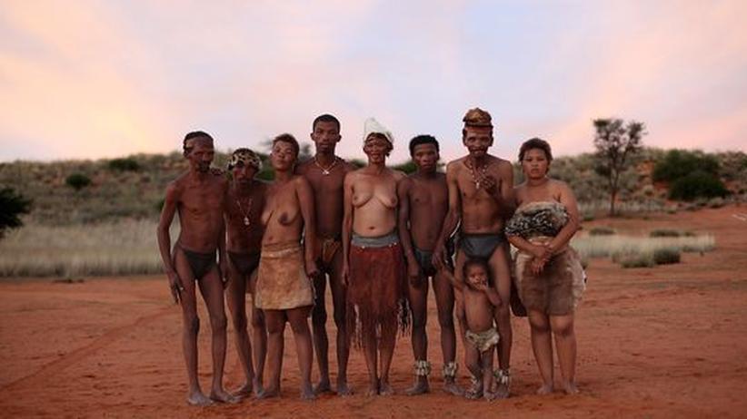Die San-Buschmänner sind Urbewohner im südlichen Afrika. Sie stehen womöglich an der Wurzel des menschlichen Stammbaums