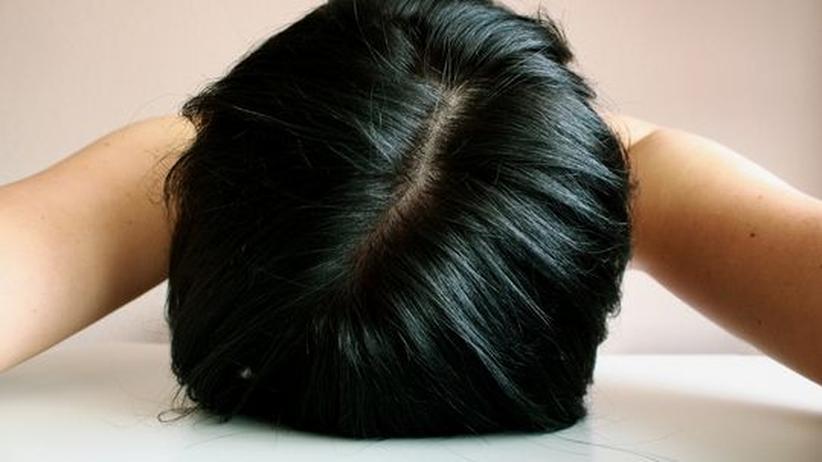 Chronic Fatigue Syndrome: Patienten mit Chronischem Erschöpfungssyndrom sind am Rand ihrer Kräfte. Doch Ärzte finden meist nichts, was ihre Symptome erklärt