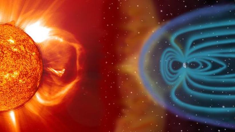 Planetenforschung: Das Magnetfeld der Erde (türkis) ist stark genug, um den Sonnenwind (gelb-weiß) weitestgehend auf sicherem Abstand zu halten – etwa zehn Erdradien. Bei heftigen Sonnenstürmen kommen die energiereichen Partikel bis auf fünf Erdradien heran und dringen entlang der polaren Feldlinien tief in die Atmosphäre hinein