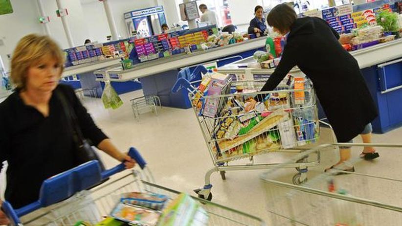 Einkauf im Supermarkt: Nur wenige Verbraucher lesen das Kleingedruckte auf den Lebensmittelverpackungen