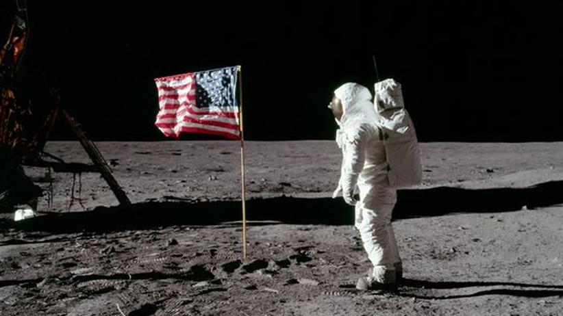 Verschwörungstheorie: Warum weht auf dem Mond das Sternenbanner?