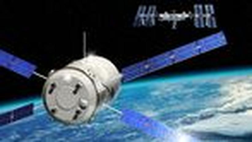 Europäischer Raumtransporter: Luxusmülleimer auf Andockmanöver im Orbit