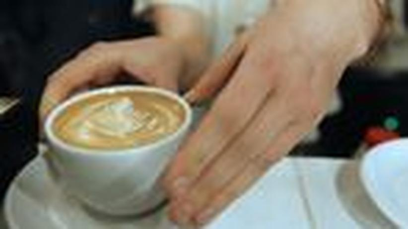 Stimmt's?: Balanceakt mit der Kaffeetasse