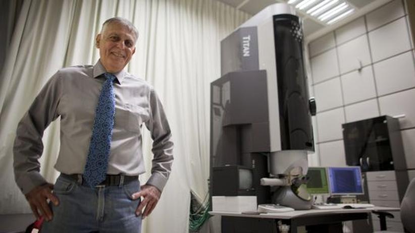 Daniel Shechtman: Daniel Shechtman in seinem Labor in Haifa, Israel