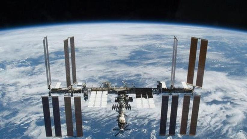 Weltraumpolitik: Bislang ist die Internationale Raumstation (ISS) die einzige ihrer Art im All. Doch die aufstrebende Weltraumnation China könnte zukünftig eine eigene positionieren.