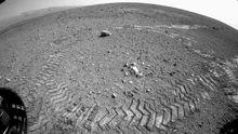 Reifenspuren auf dem Mars nach einer Curiosity-Testfahrt