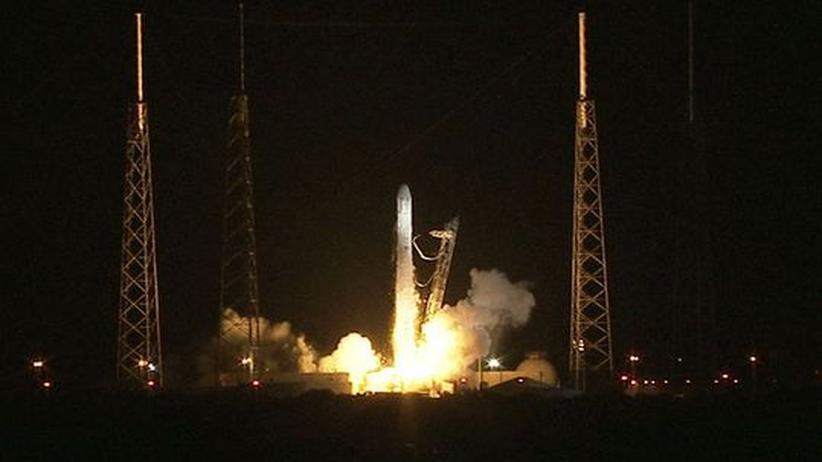Raumfrachter Dragon: Erster privater Versorgungsflug ins All gestartet