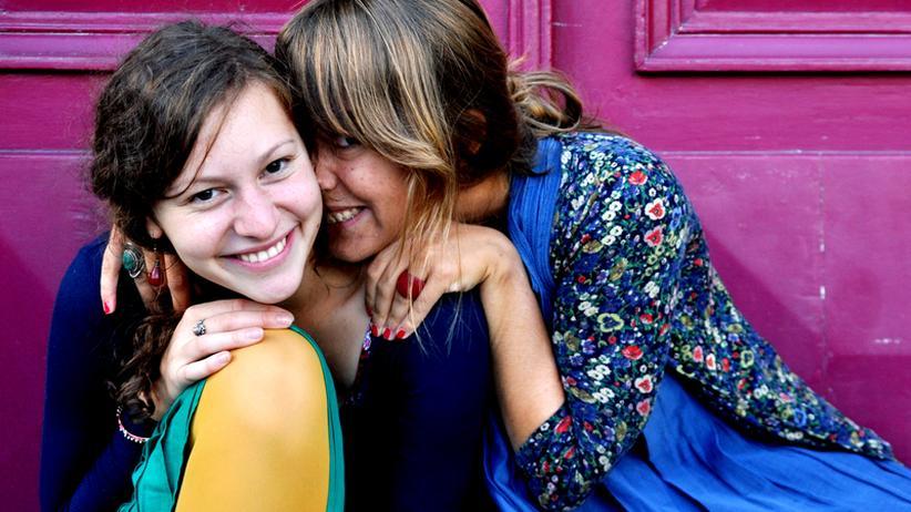 Dicke Freundinnen dank ähnlicher DNA? Eine Studie aus den USA vermutet diesen Zusammenhang.