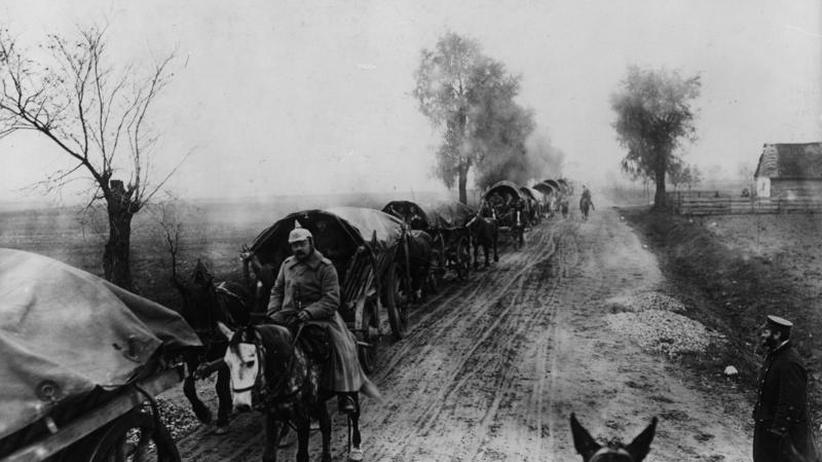 Kampf um Ostpreußen: Auf dem Pferderücken an die Front
