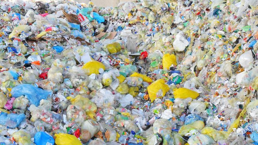 Recycling: Plastikmüll auf einer Deponie