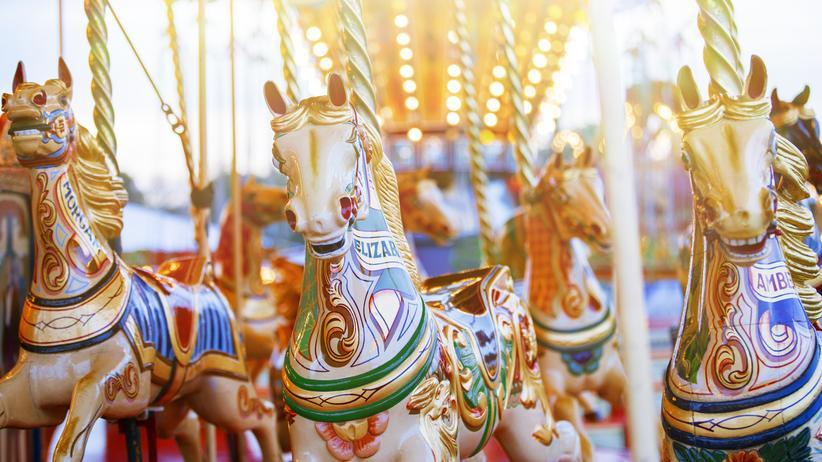 Karussell-Pferde in einem Vergnügungspark