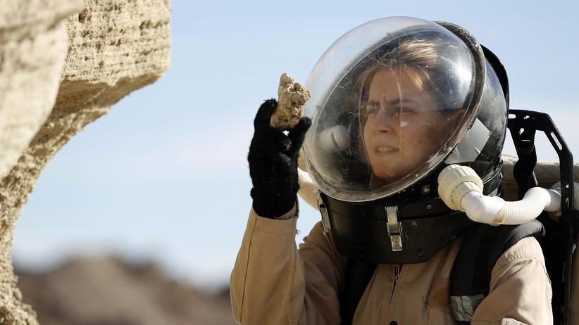 Frauen in der Wissenschaft: Die Wissenschaftlerin Csilla Orgel sammelt Proben für eine künftige Mars-Mission.