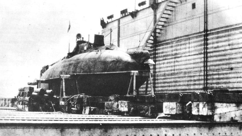 """Schweden: Das U-Boot """"Fulton"""" während der Fertigung in den USA. Vermutlich wurde das Boot später auf den Namen """"Som"""" umgetauft."""
