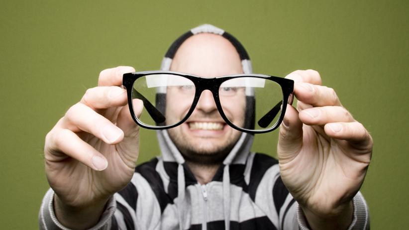 Stimmt's?: Soll man Brillen wirklich nicht mit Papiertaschentüchern reinigen?