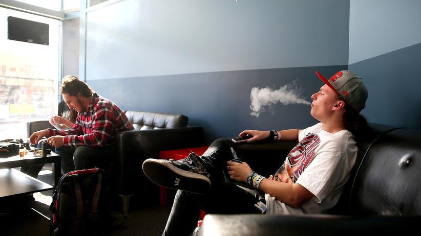 E-Zigaretten: Bislang dürfen Kinder und Jugendliche hierzulande E-Zigaretten kaufen.