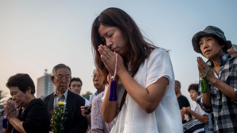 Atombombe: Mit einer Schweigeminute gedachten Tausende Japaner der Opfer von Hiroshima.