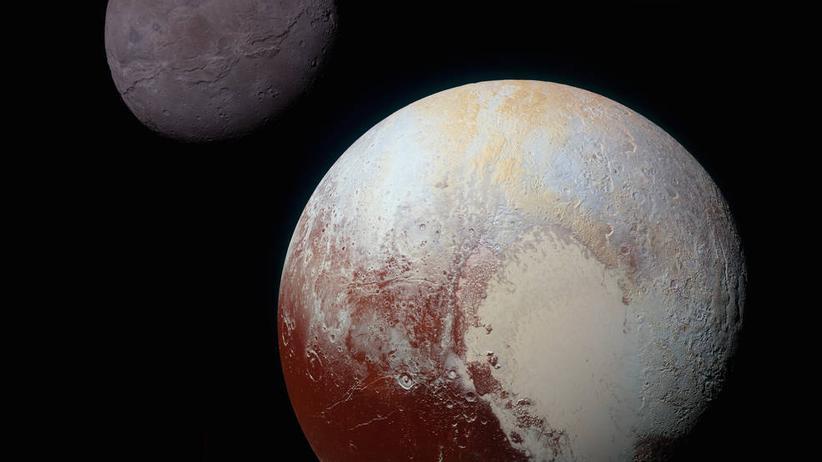 Pluto und sein Mond Charon, aufgenommen von der New-Horizons-Sonde.