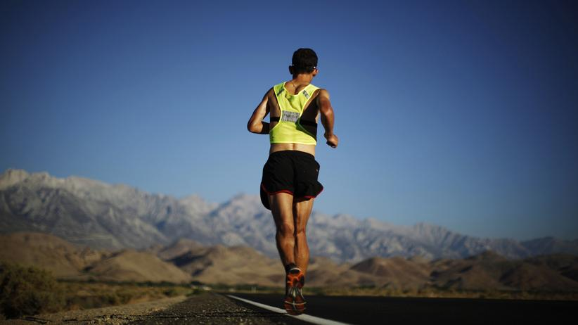 Der Ultramarathon, an dem unser Autor teilgenommen hat, ging über eine Strecke von 100 km. Auf dem Bild ist ein Läufer in Kalifornien zu sehen, der sogar 217 km zurücklegte.