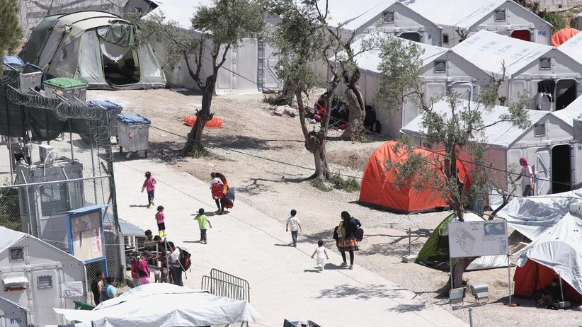 Flüchtlingslager: Manche Regierungen verbannen Baumaterialien wie Zement – dann sind Flüchtlingslager wie dieses auf Lesbos später leicht abzureißen.