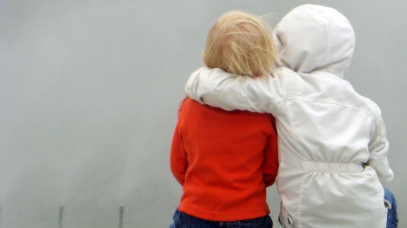 Sexualität bei Kindern: Zu zweit oder allein: Wenn Kinder die Welt erforschen, gehört ihr Körper ganz selbstverständlich dazu.