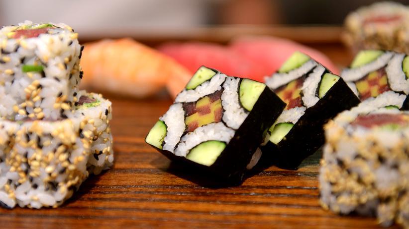 Sushi Fisch roh Japan Essen Küche Ernährung Reis