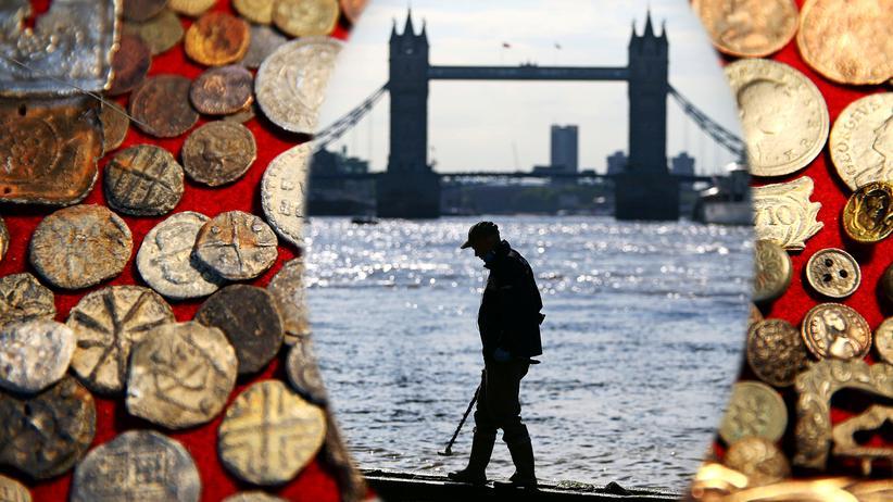 Archäologie an der Themse: Zeitreise mit dem Metalldetektor