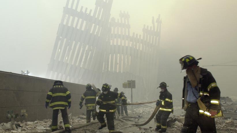 Krebs nach 9/11: Feuerwehrleute am Ground Zero am Tag der Anschläge: Sie waren dem giftigen Staub und Rauch besonders ausgesetzt.