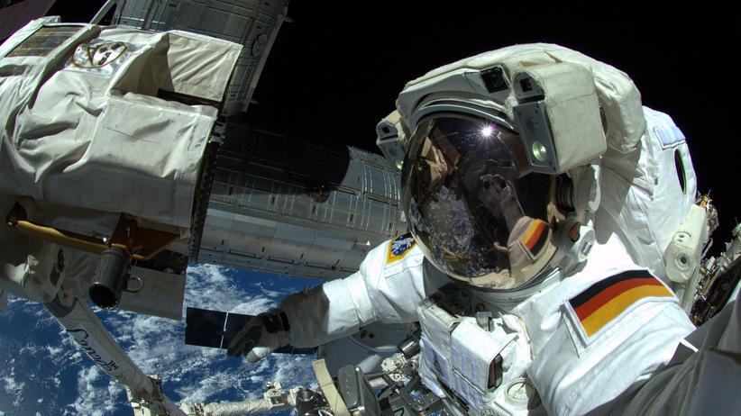 Astronauten: Bald könnte das erste Mal eine Frau einen Raumanzug mit deutscher Flagge anziehen und ein Selfie von der ISS zur Erde senden.