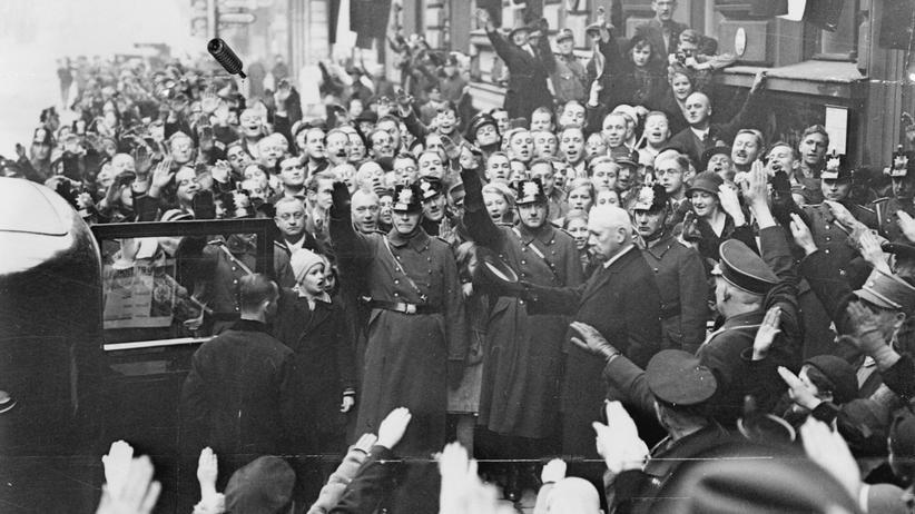 Weimarer Republik: Paul von Hindenburg, der zweite Präsident der Weimarer Republik, kurz nach dem Ende von Weimar. Hitler ist gerade zum Kanzler gewählt worden.