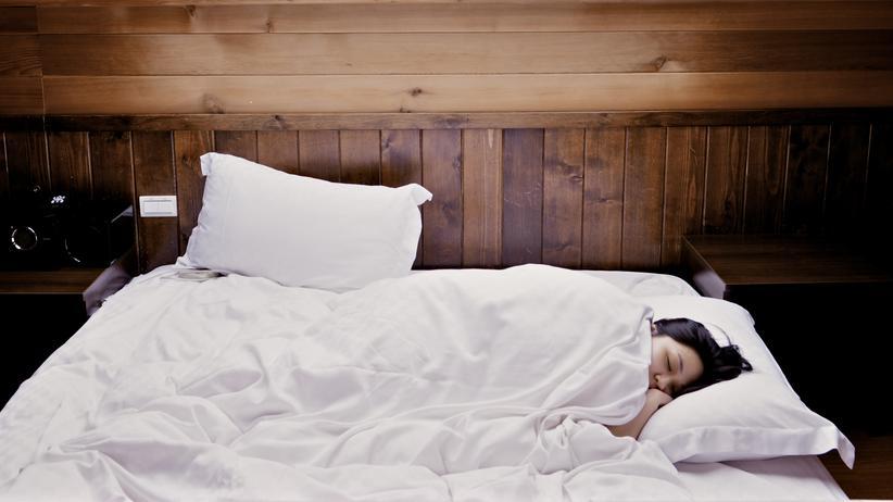 Schlafstörungen Tipps Schlaf Bett