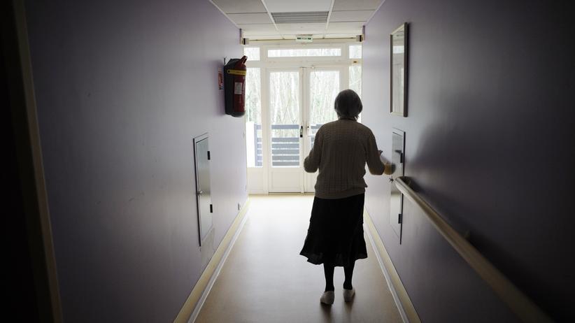 Alzheimer-Forschung: Eine Alzheimerpatientin in einem Altenheim im Osten Frankreichs