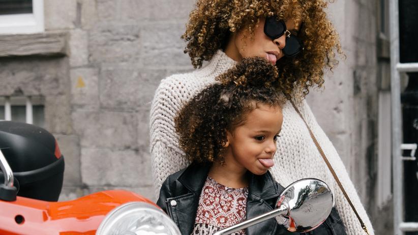 """Frauenbild: Eine gute Mutter sei eine, die es schafft, die richtige Distanz zu ihrem Kind zu halten, sagt Philosophin Badinter. """"Und von denen gibt es sehr wenige."""""""