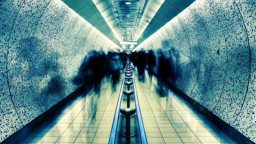 Sicherheit in Deutschland: Kennen Sie dieses diffuse Gefühl vor allem nachts auf Straßen, in der U-Bahn? Die Angst bedroht oder gar überfallen zu werden.
