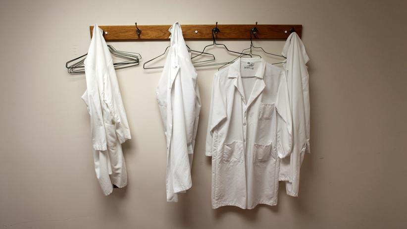 Forschung in den USA: Den Laborkittel an den Nagel hängen? Von wegen. Forscher in den USA verteidigen ihre Arbeit stärker als je zuvor.