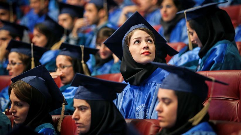 Akademische Beziehungen: Abschlussfeier der Scharif-Universität: Fast die Hälfte der iranischen Studenten sind Frauen.