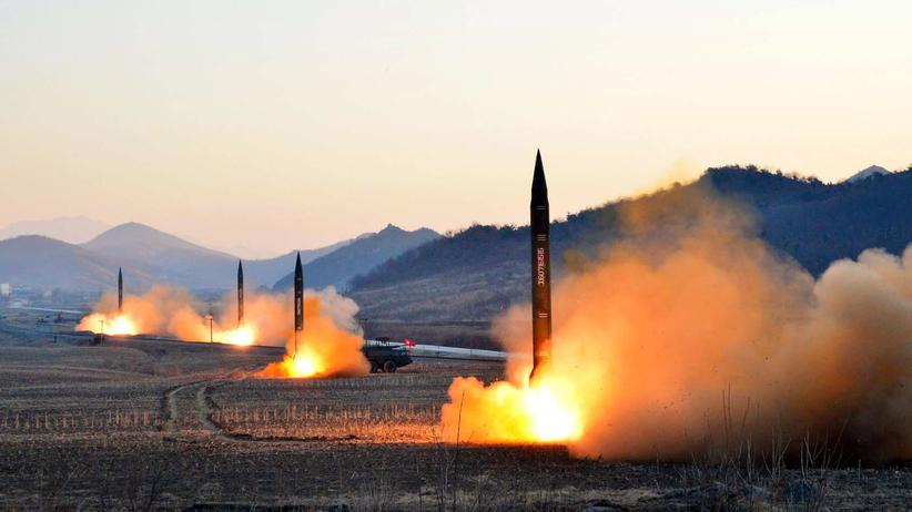 Nordkorea: Am 7. März 2017 veröffentlichte die staatliche nordkoreanische Nachrichtenagentur KCNA das Bild von Raketentests.