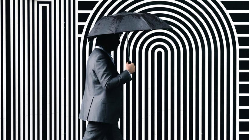 Optimismus: Wer ist im Vorteil? Derjenige, der nicht mit Regen rechnet, oder derjenige, der bei jedem Wetter einen Regenschirm dabei hat?