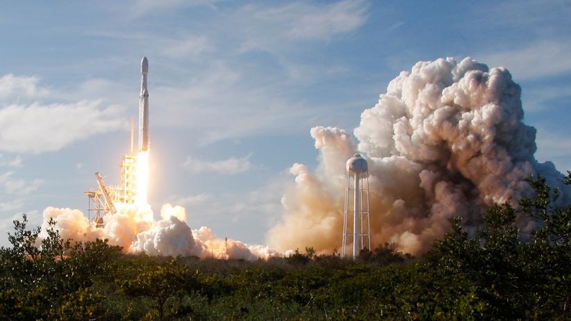 SpaceX: Falcon Heavy erfolgreich gestartet