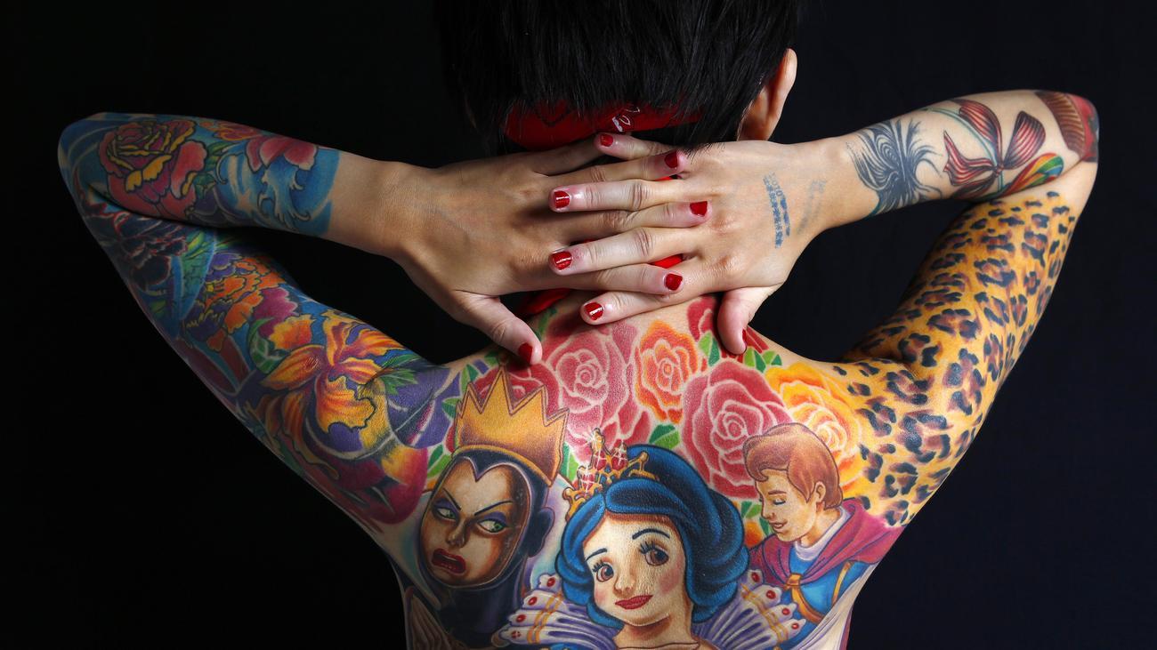 tattoo giftige pigmente unter der haut zeit online. Black Bedroom Furniture Sets. Home Design Ideas