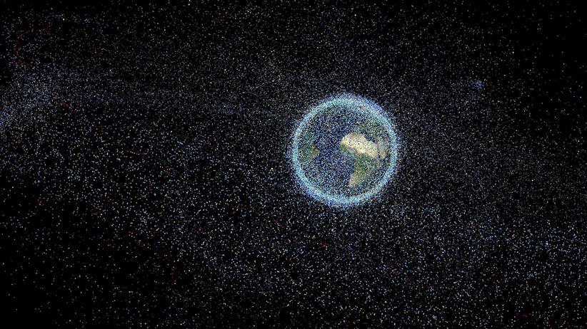 Überwachung aus dem All: Im Orbit wird es eng: Die Simulation zeigt die rund 750.000 Objekte, die sich im erdnahen sowie im geostationären Orbit unserer Erde befinden. Hier sind nicht nur Satelliten, sondern auch Trümmerteile ab einem Zentimeter Größe dargestellt.