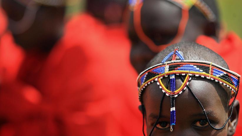 Genitalverstümmelung: Ein kenianisches Massai-Mädchen auf einer Initiationszeremonie, die von Genitalverstümmelungsgegnern organisiert wurde