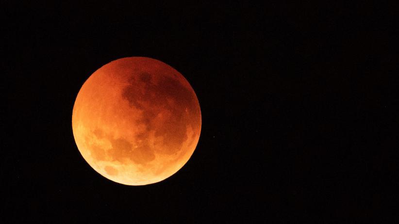 Totale Mondfinsternis: Frühaufsteher sehen rot